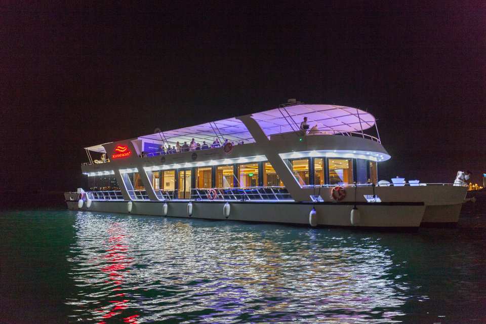 Private Sunset   Dinner Cruise in Dubai - Xclusive Yachts c0ca8f9895845