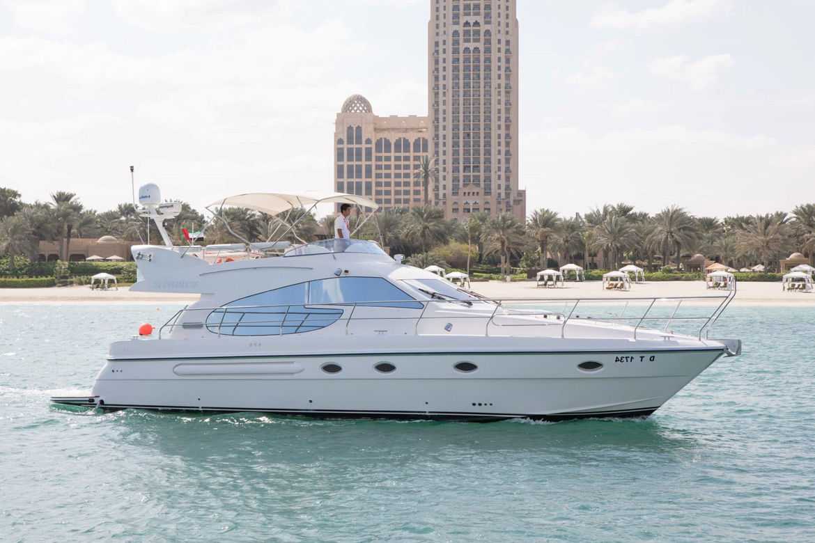 52ft Yacht Rental in Dubai: AED 1,000 PER HOUR (Incl VAT)