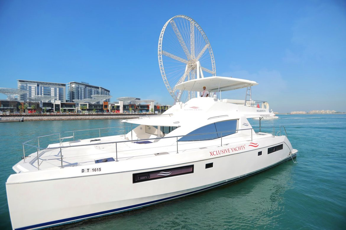 65ft Luxury Yacht Rental in Dubai: AED 1,900 PER HOUR (Incl VAT)