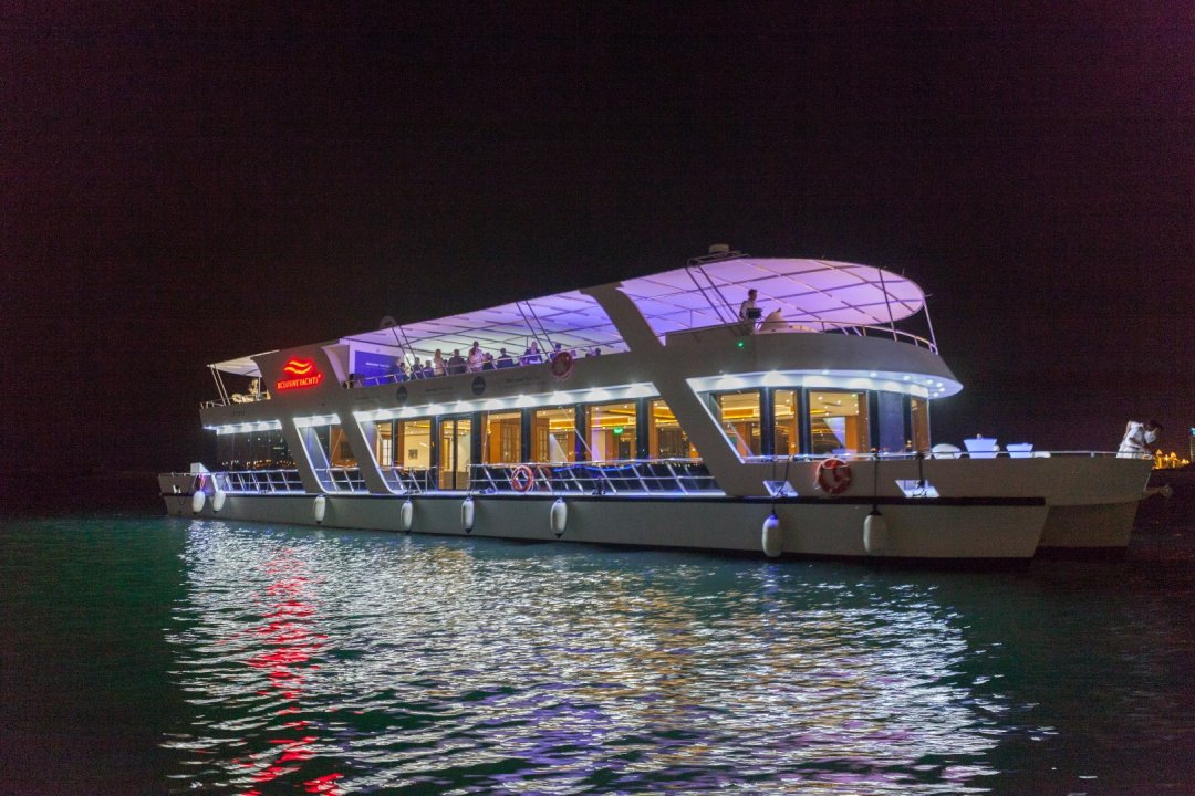 Xclusive Yachts - Houseboat - Staff Party