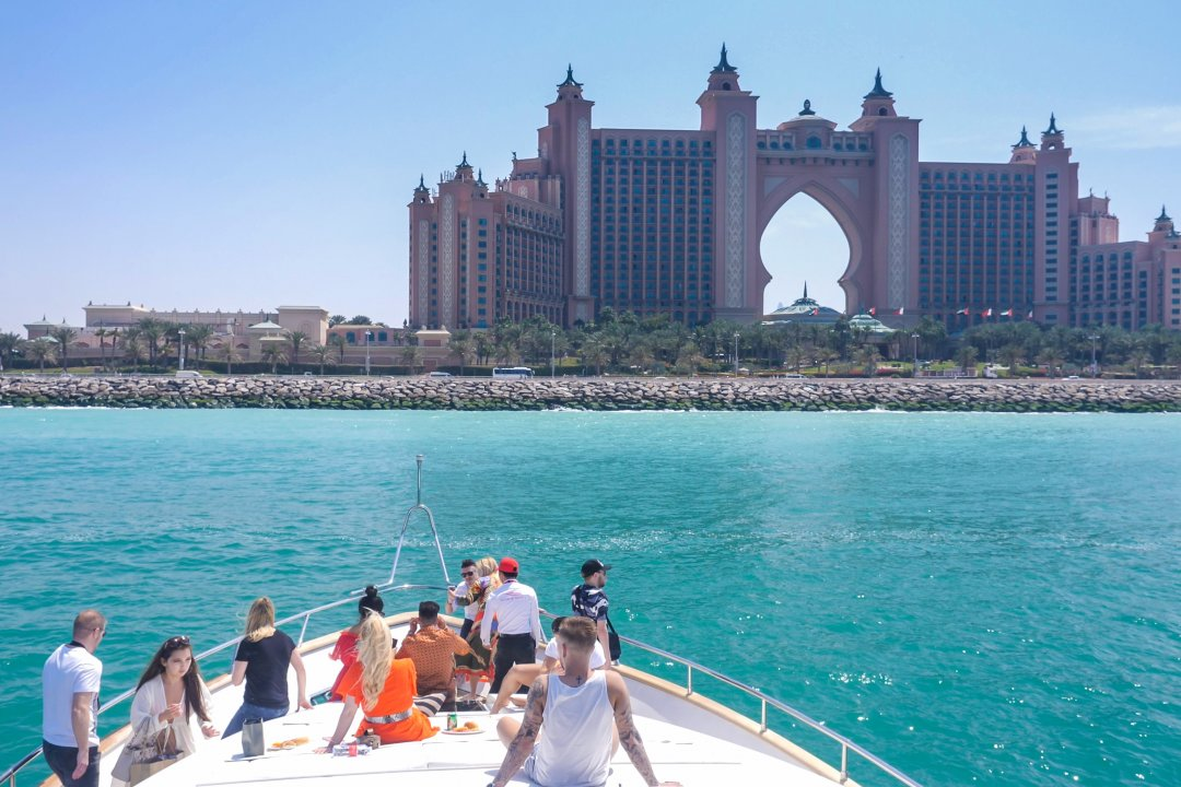 LUXURY YACHT SHARE - THE ATLANTIS HOTEL VIEW