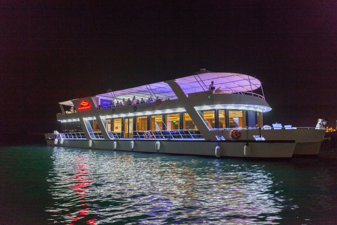 Host your next celebration on board our 125ft houseboat Create a unique private sunset and dinner cruise will have your guests raving long after they go home.